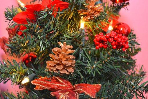 Albero di Natale artificiale: caratteristiche, tipologie e vantaggi